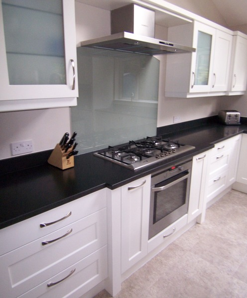 Stainless steel extractor and glass splashback