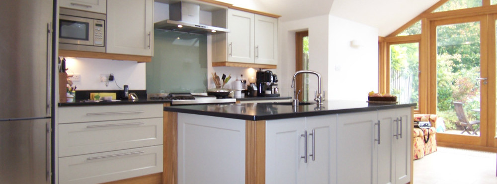 Hand-made kitchen by Furniture & Design of Oxford
