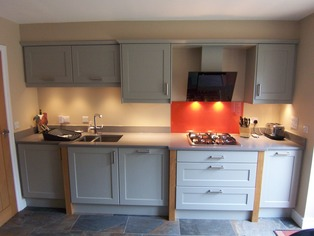 Shaker kitchen with splashback